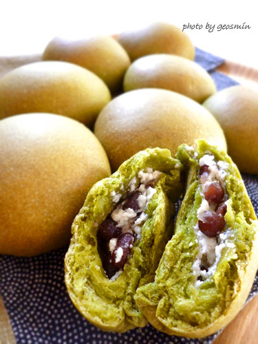 Green Tea Buns with Cream Cheese and Dainagon Adzuki Beans