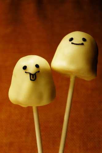 Ghost Cake Pops For Halloween
