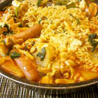 A Middle-Aged Guy's Budae Jjigae (Korean Ramen Hot Pot)