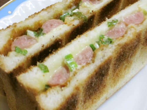 Weiner Sausage Toasted Sandwich with Green Onions