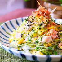 Easy & Healthy Pea Sprouts & Cellophane Noodles with Egg