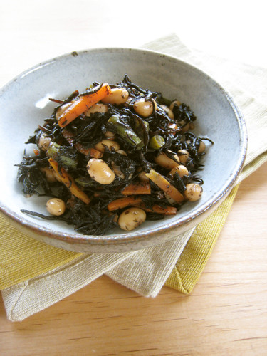Stir-fried and Braised Hijiki Seaweed and Soy Beans