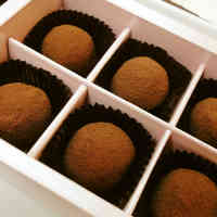 Easy Chocolate Truffles for Valentine's Day