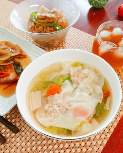 A Wonton Soup with Plenty of Vegetables