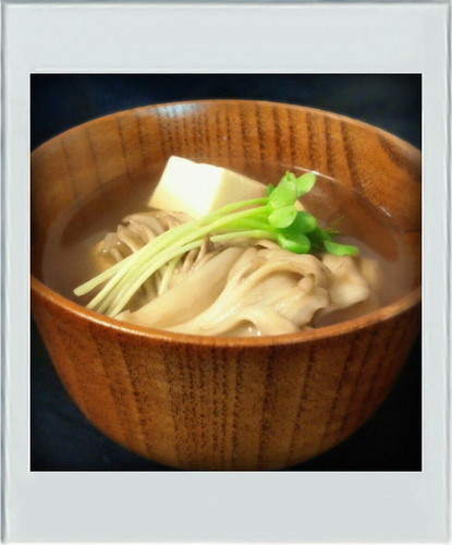 Low-Sugar: Easy Clear Broth with Tofu and Maitake Mushrooms