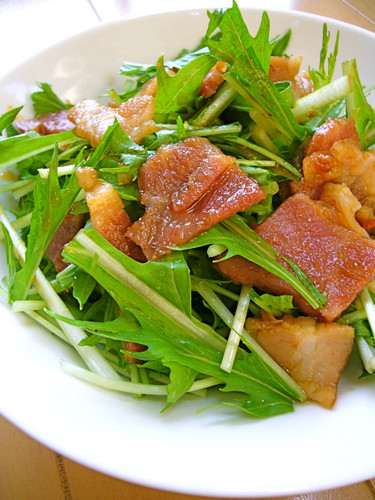 Easy with Yakiniku Sauce: Mizuna and Bacon Salad