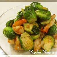 Stir-fried Brussels Sprouts and Prawns with Garlic