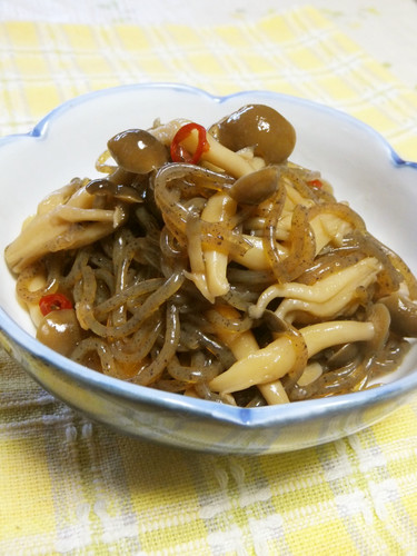 Spicy Simmered Shirataki Noodles and Shimeji Mushrooms