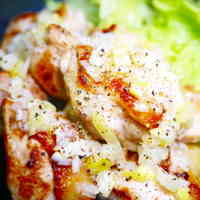Meaty and Juicy! Chicken Thighs with Salt-Leek Sauce