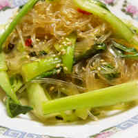 Fragrant with Sesame Seeds! Stir-fried Bok Choy and Cellophane Noodles with Oyster Sauce