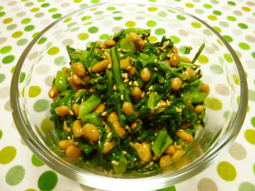 Gooey-Gooey Chrysanthemum Leaves Mixed with Natto and Sesame Seeds