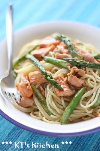 Salmon and Asparagus Pasta with Butter and Soy Sauce