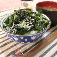 Low-Cal Wakame Seaweed and Shirasu Rice Bowl