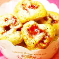Tea Flavored Mini Cakes with Strawberry Jam
