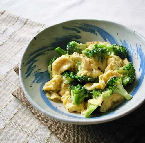 Stir-Fried Broccoli and Eggs