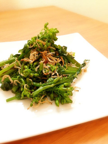 Broccolini and Shirasu Stir-fried with Zesty Lemon