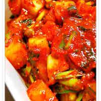 Kkakdugi (Cubed Radish Kimchi)