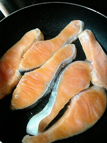 Easy Pan-Fried Salmon (Just Water and Salmon)