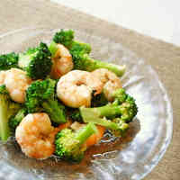Broccoli and Prawn Red Chili Salad