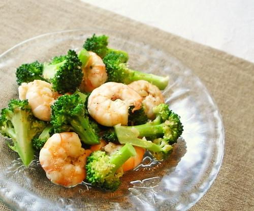Broccoli and Prawn Red Chili Salad