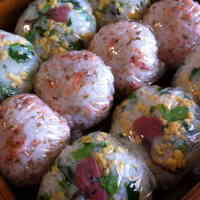 Onigiri with Sakura Petals for Picnics