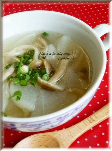 Daikon Radish & Shimeji Mushroom Soup, with Wei-pa