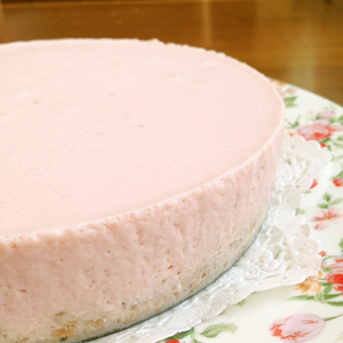 Easy Heavy Cream-free Strawberry No-Bake Cheesecake
