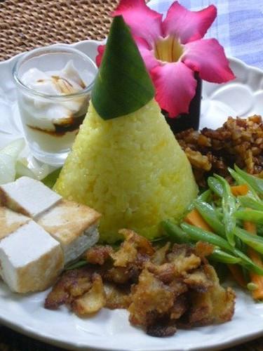 Indonesian Nasi Kuning
