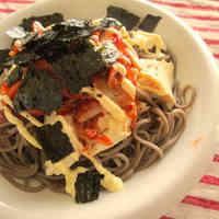 Soba Noodles Topped with Kimchi, Mayonnaise, & Tofu!