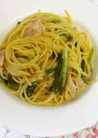 Spring Cabbage Spaghetti Aglio, Olio e Peperoncine Made in a Pan