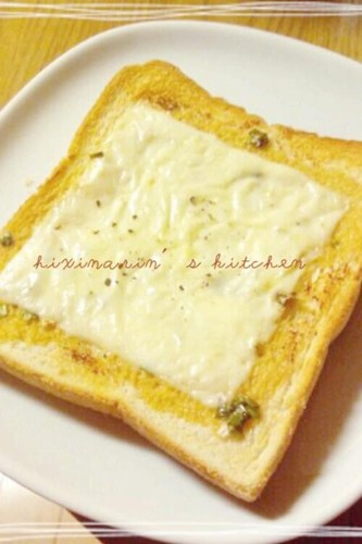 For Breakfast! Ponzu Sauce, Mayonnaise, and Cheese On Toast