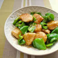 Chicken Breast Sautéed in Ginger and Soy Sauce with Seasonal Green Peppers