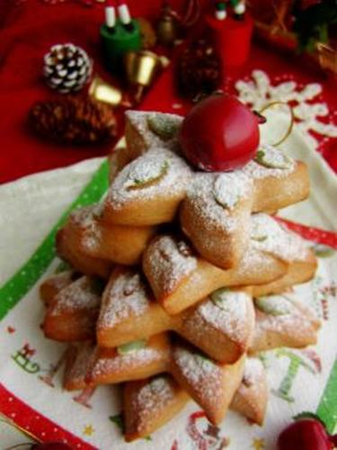Christmas Star-Shaped Breads with Brown Sugar
