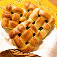 Braided Bread Filled with Sweetened Beans