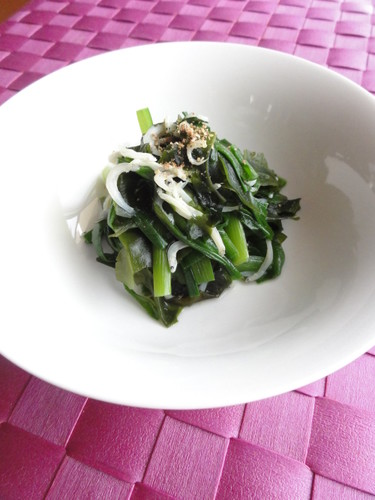 Refreshing Garlic Chives and Wakame Simmered with Jako