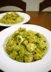 Spaghetti Genovese with Prawn, Avocado & Cheese