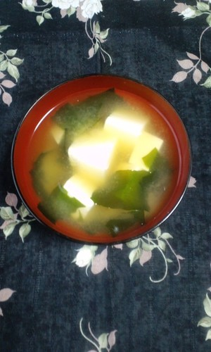 Super Easy Tofu & Wakame Miso Soup