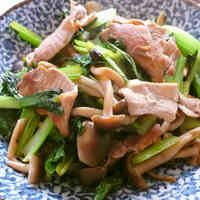 Stir-Fried Komatsuna and Shimeji Mushooms with Oyster Sauce