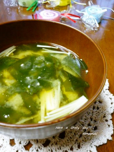 Enoki and Wakame Miso Soup