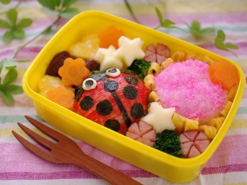Ladybird Character Bento (Simple Onigiri Rice Ball)