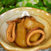 Tender Simmered Daikon Radish with Squid