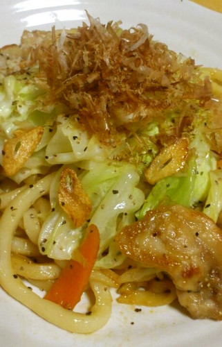 Easy Stir-Fried Udon Noodles with Lots of Cabbage