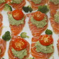 Salmon Sashimi with Avocado Dip