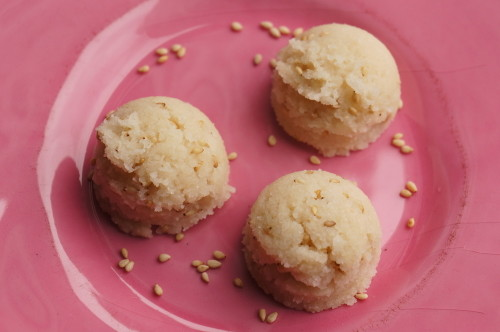 Raw Rice and White Sesame Cookies