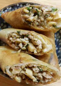 Simple Spring Rolls with Chicken, Bamboo Shoots, Chives, and Cellophane Noodles