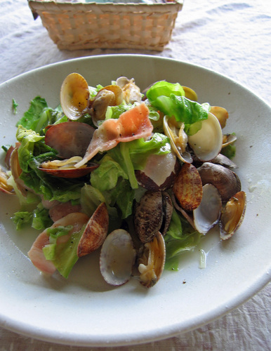 Microwave-steamed Manila Clams and Cabbage