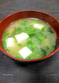 Mom's Tofu and Wakame Miso Soup