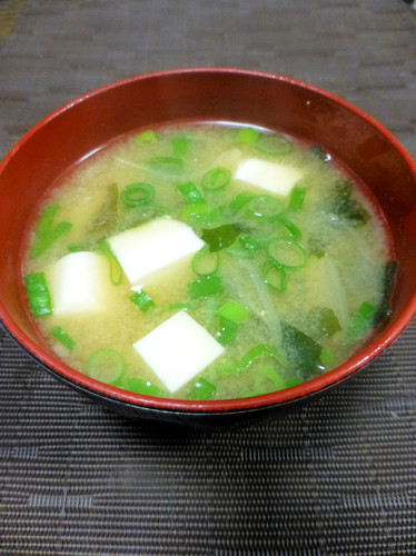 Mom's Tofu and Wakame Miso Soup | Washoku.Guide