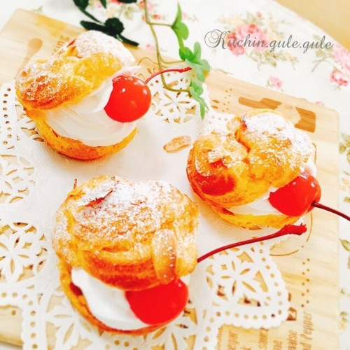 Easy Strawberry Cream Puffs in the Microwave