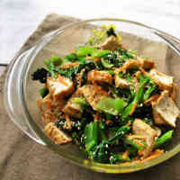 Japanese-style Healthy Komatsuna and Fried Tofu Salad with Ginger